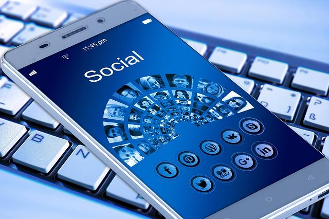 customer service gojek media sosial