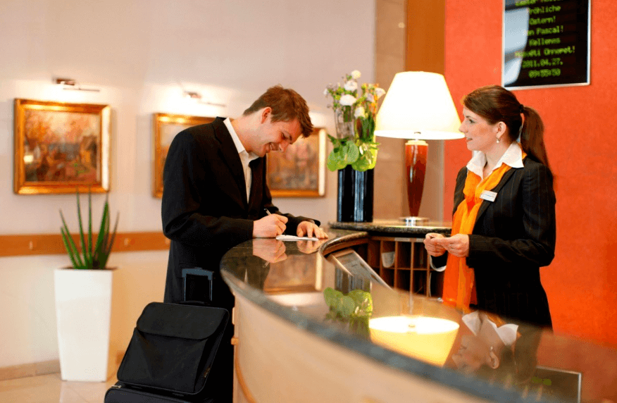 tugas receptionist hotel